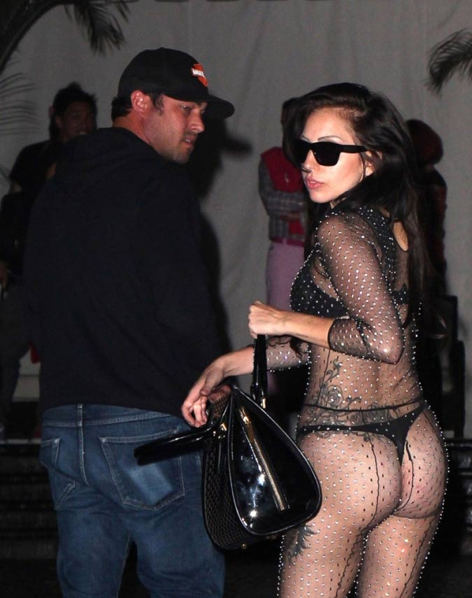 Gaga Dans Entièrement PhotosLady Transparente Robe Une Rq5Aj34L