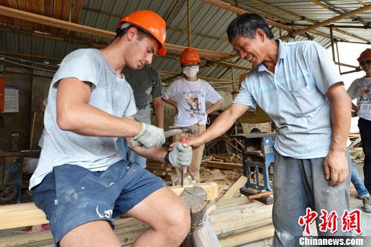 Bénévoles chinois et français restaurent ensemble des monuments anciens