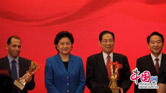 Liu Yandong remet des prix à des traducteurs étrangers