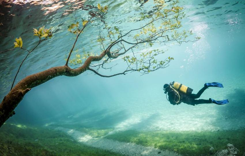 Plongée dans un parc submergé en Autriche
