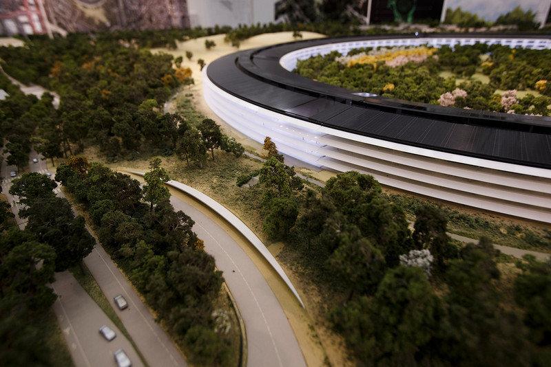 Les plans du futur si ge d 39 apple en forme de soucoupe volante - Siege en forme de main ...
