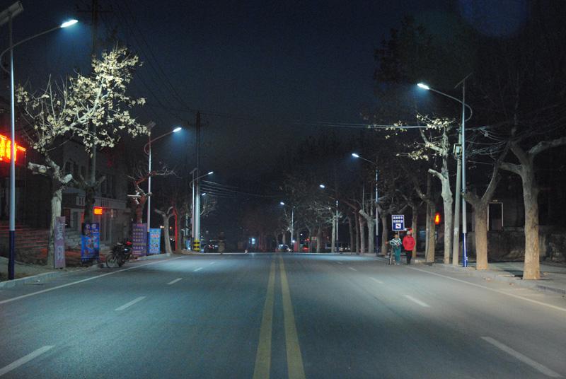 Yuezhuang : les lampadaires fonctionnent à l'énergie solaire