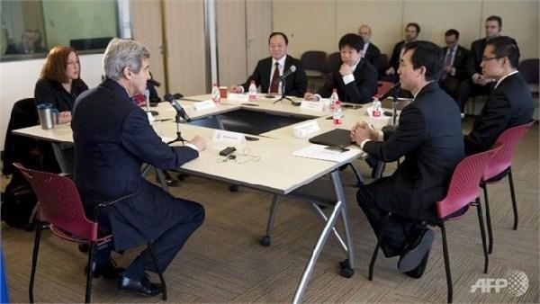 John Kerry discute de la liberté sur Internet avec les blogueurs chinois