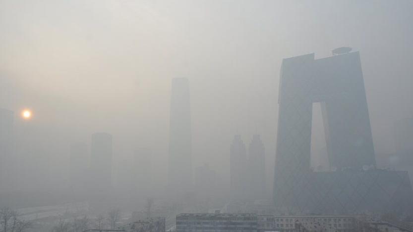 Beijing lutte contre la pollution industrielle face au grave smog
