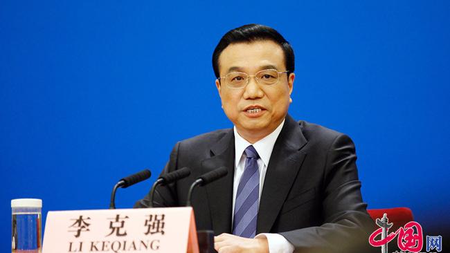 Li Keqiang rencontre les journalistes chinois et étrangers