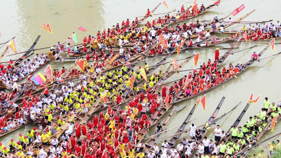 En images : une course de bateaux-dragons au Hunan