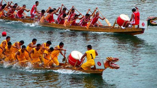 Les courses de bateaux-dragons