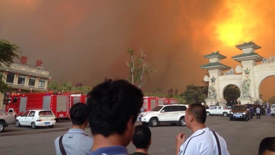 Chine : impressionnant feu de forêt dans la province du Shandong