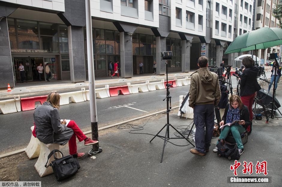 Sarkozy attendu par la presse devant le ministère de l\'Intérieur