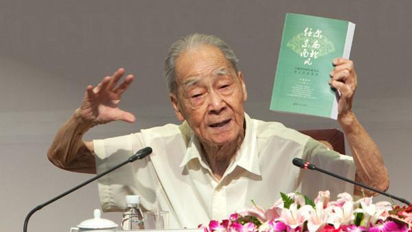 Xu Yuanchong donne une conférence sur la traduction poétique