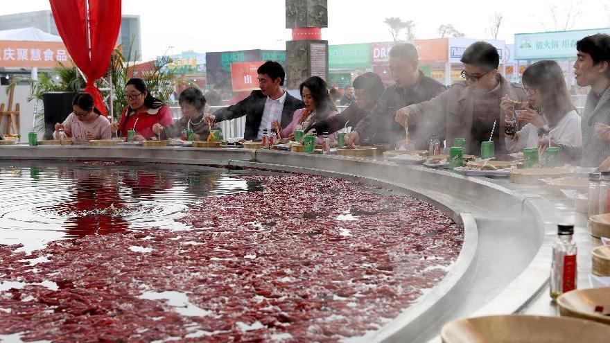 Chongqing : la plus grande fondue chinoise du monde