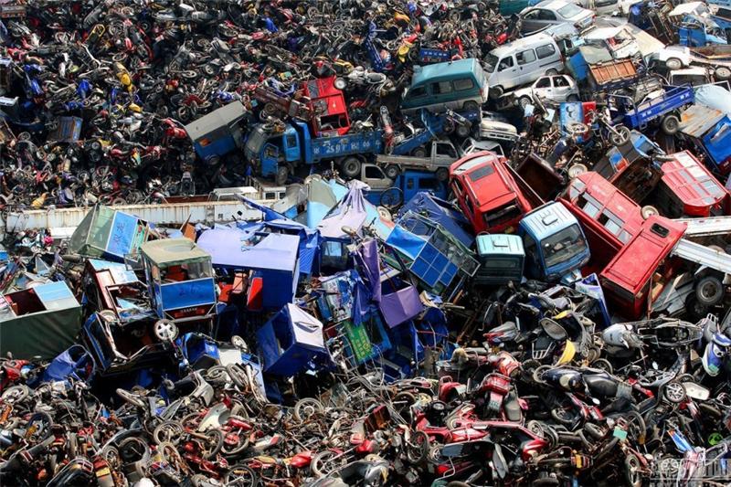 En images : des cimetières de voitures en Chine