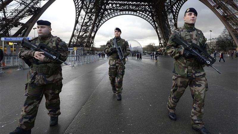 Lutte contre le terrorisme: La France augmente son budget de la défense de 3,8 milliards d'euros