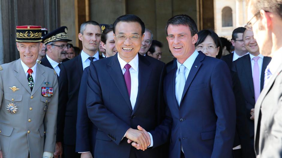 Li Keqiang appelle au développement conjoint dans des pays tiers durant sa visite en Europe
