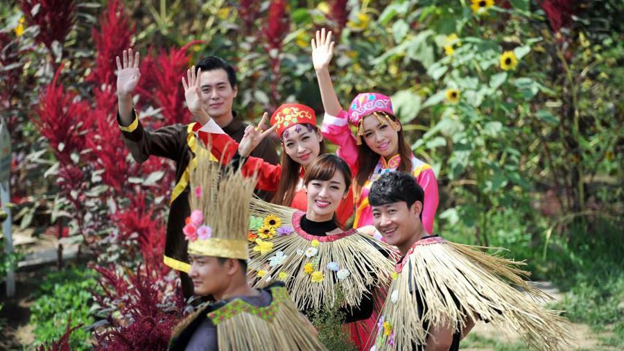 Des « beautés de paille» célèbrent la Fête de la culture du riz à Shenyang