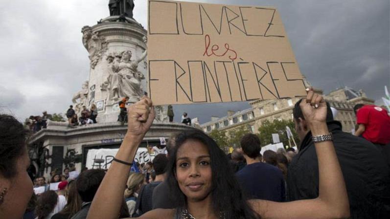 La France étend ses frappes contre l'Etat islamique jusqu'en Syrie