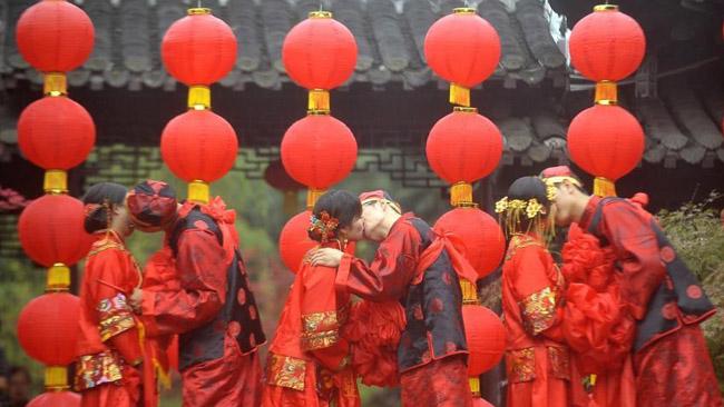 Photos : un mariage collectif traditionnel dans la vieille ville de Yangzhou