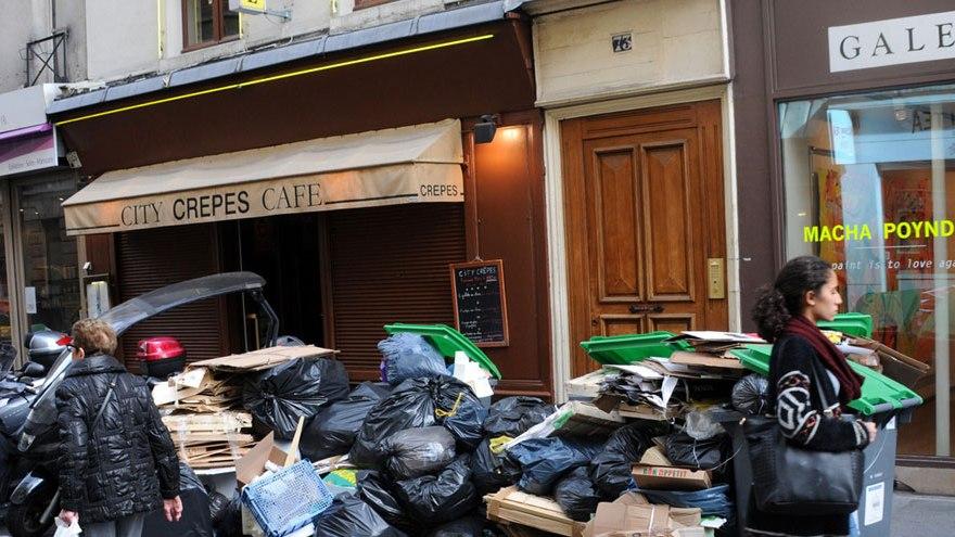 Paris : les déchets s'accumulent dans les rues