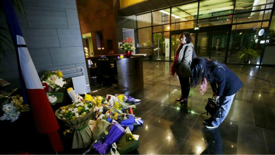 Beijing : les Chinois rendent hommage aux victimes de Paris à l'ambassade de France