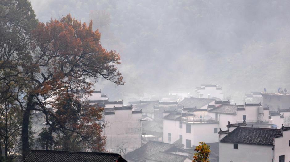 Photos : le vieux village de Wuyuan dans la brume