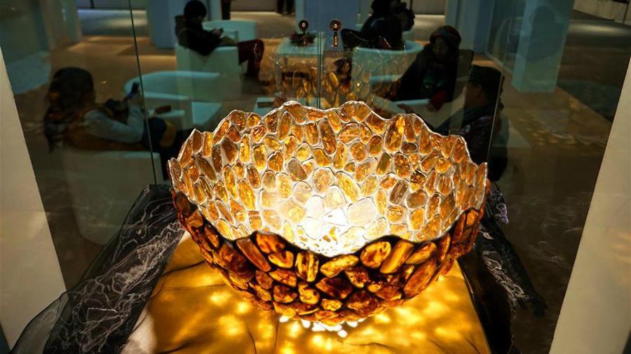 Une exposition d'objets en ambre de la mer Baltique à Beijing