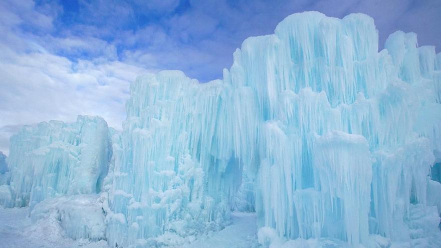 Canada le palais de glace de la reine des neiges en vrai for Chateau de glace reine des neiges