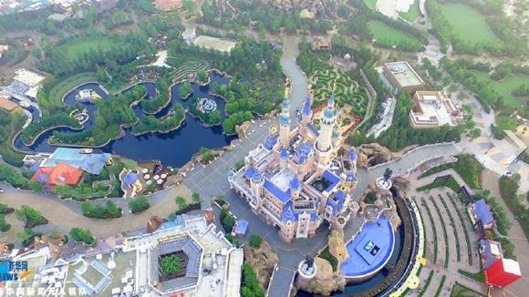 Galerie : le parc Disneyland Shanghai vu du ciel à l'aube