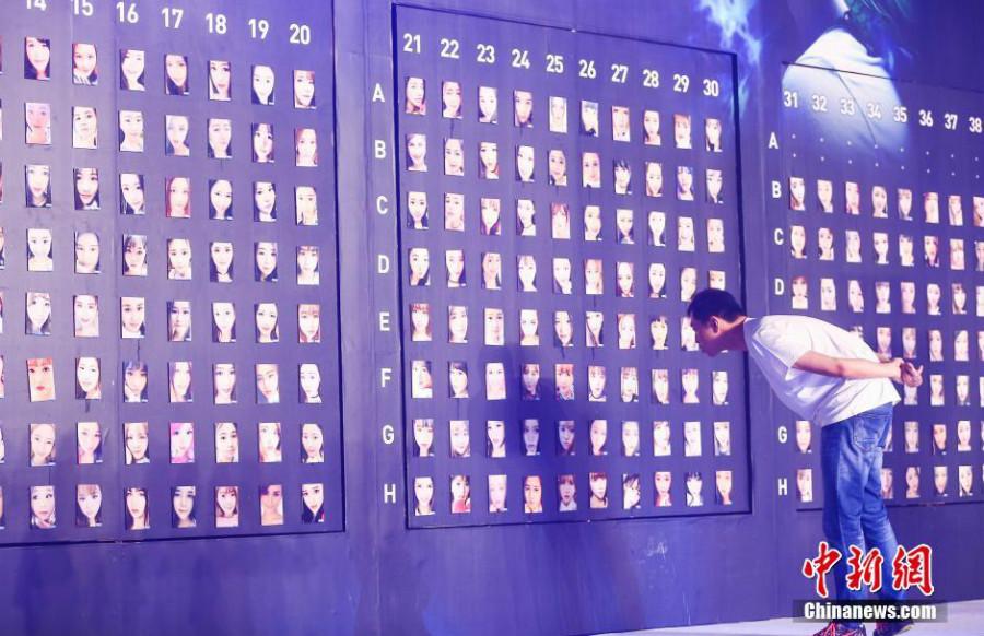 Un match entre l'homme et la machine dans le domaine de la reconnaissance faciale s'est joué le 30 juin à Hangzhou, dans la province chinoise du Zhejiang (est).