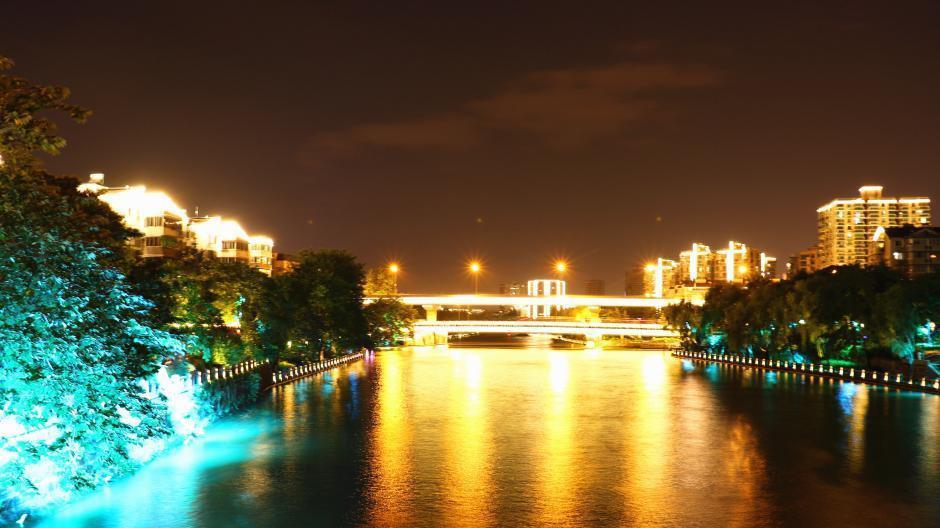Hangzhou : vue nocturne du Grand Canal