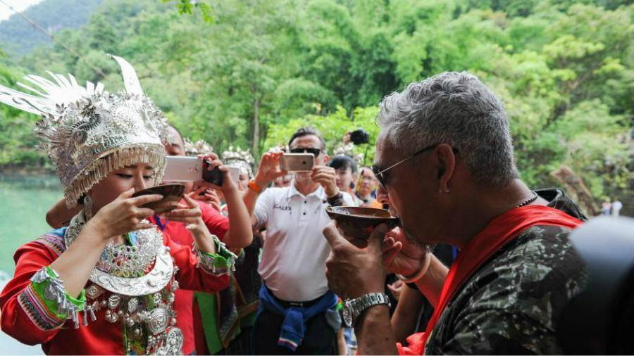 Roberto Baggio et ses coéquipiers font du tourisme dans le Guizhou