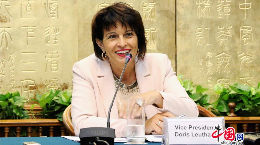 La vice-présidente de la Confédération suisse encourage la coopération énergétique durant sa visite en Chine