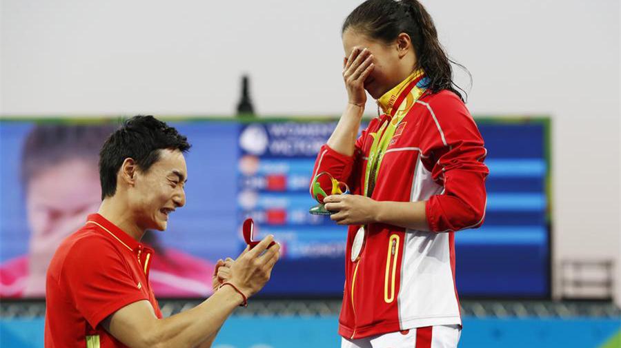 Quand les JO riment avec romance : un couple de plongeurs chinois se fiance en public à Rio