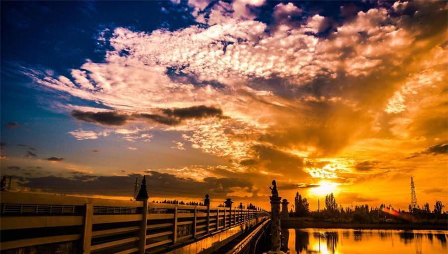 Chine : le charme saisissant du coucher de soleil à Dunhuang