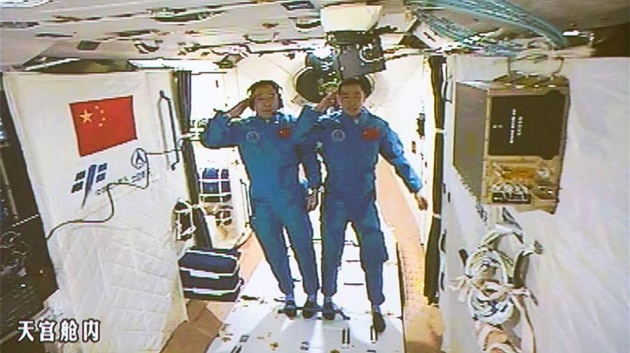 Les astronautes chinois prêts à démarrer un mois chargé dans l'espace