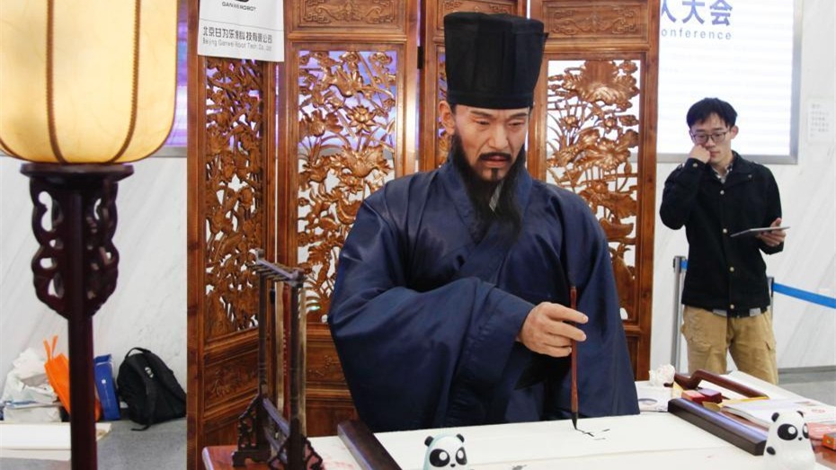 Beijing : un robot calligraphe