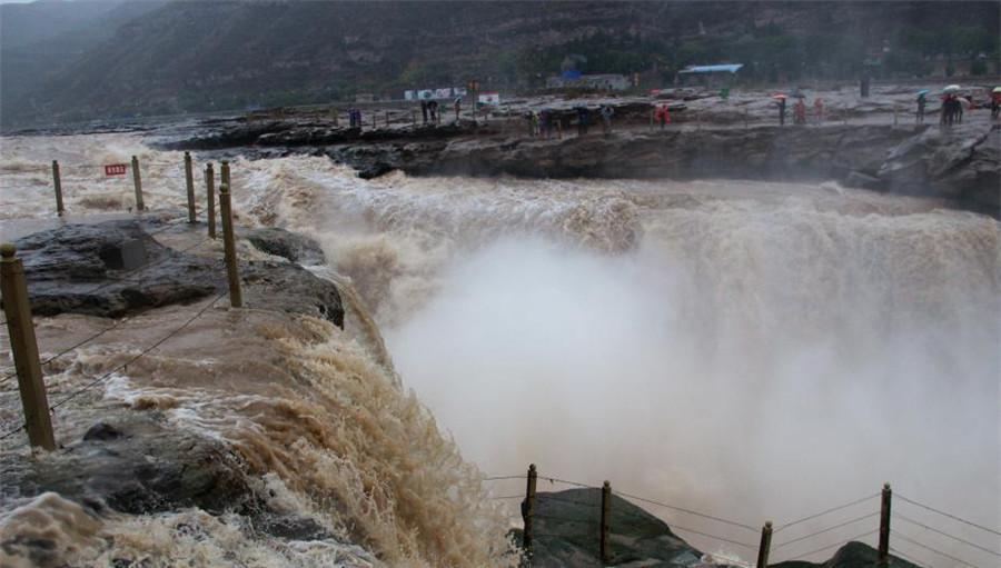 La scène brumeuse des chutes de Hukou