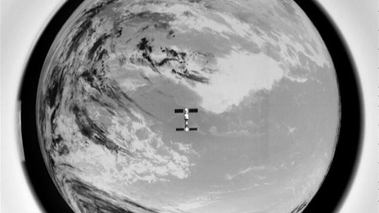 Photos de Tiangong-2 et Shenzhou-11 prises par un satellite d'accompagnement