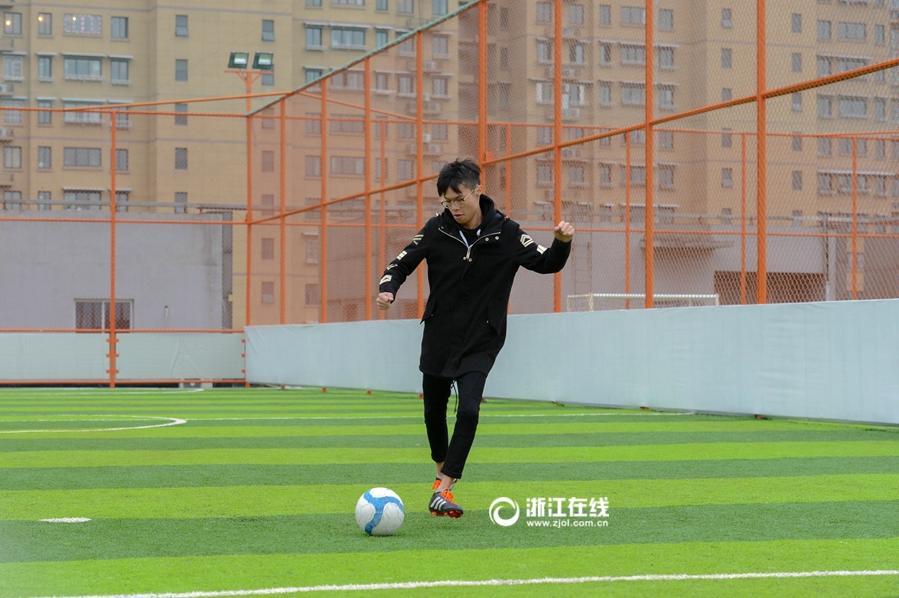 Hangzhou un terrain du football a rien au financement for Financement pour terrain