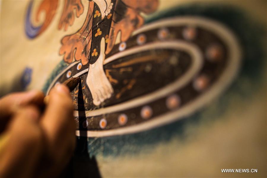 Des Peintures à Base De Couleurs Tirées De La Roche Créées à Dunhuang