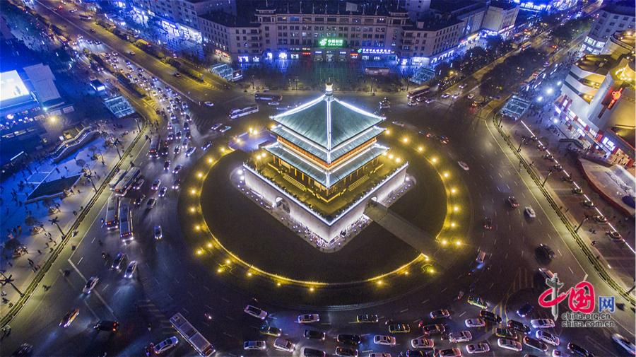 Photos : la tour de la cloche de Xi'an illuminée vue du ciel