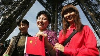 Le nombre de touristes chinois en France recule de 20 % en 2016