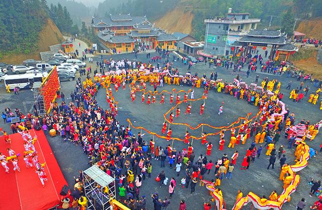 L'atmosphère chaleureuse d'avant Nouvel An chinois dans un village du Hunan