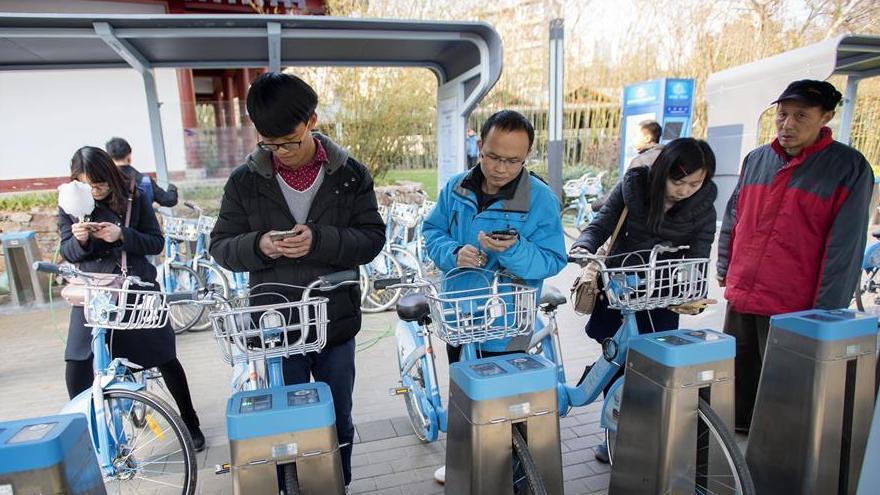 A Wuhan, les vélos publics encouragent la circulation verte