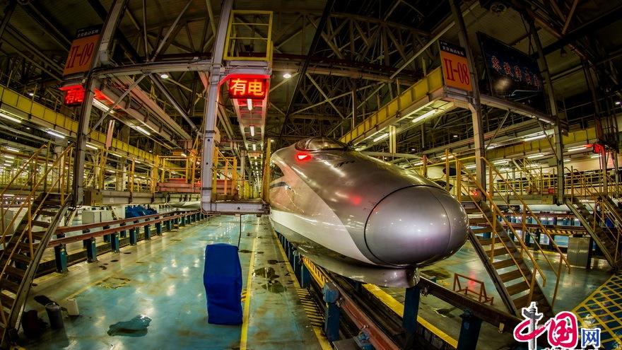 Visite au dépôt de locomotives pour les trains à multiples unités motrices de Beijing