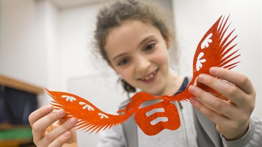 Ouverture d'un atelier de démonstration de l'art du papier découpé chinois à Toronto
