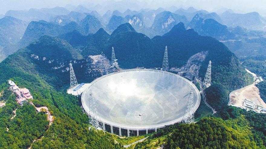 Lancement du satellite FAST