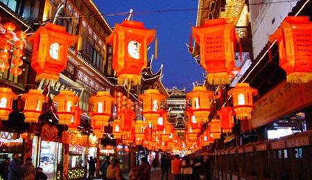 Les énigmes inscrites sur les lanternes