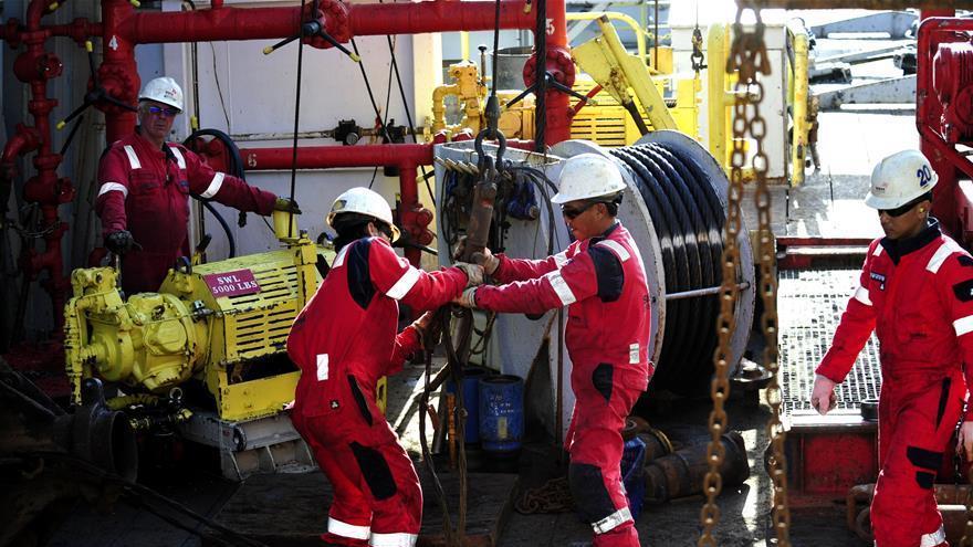 Les scientifiques à bord du navire de forage américain JOIDES Resolution arrivent en mer de Chine méridionale