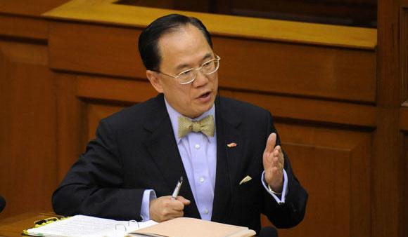 Détention provisoire pour Donald Tsang