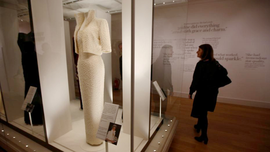 les robes de la princesse diana expos es au palais de. Black Bedroom Furniture Sets. Home Design Ideas